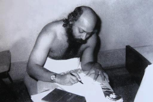 File:Osho writing with pen 01.jpg